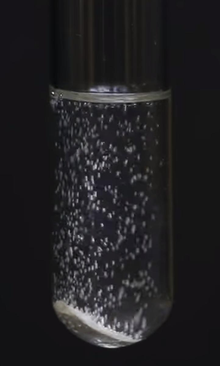 Натрий бурно реагирует с водой, с этиловым спиртом реагирует более спокойно