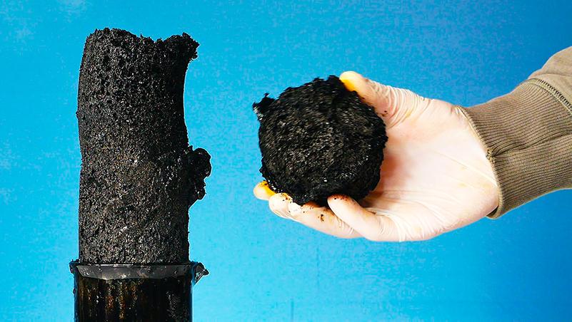 кислота отнимает от сахара воду, оставляя углерод