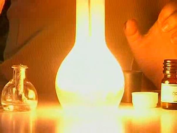 в чистом кислороде фосфор сгорает ослепительным пламенем
