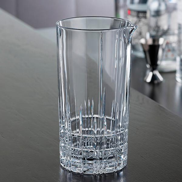 плавиковая кислота – способна плавить стекло