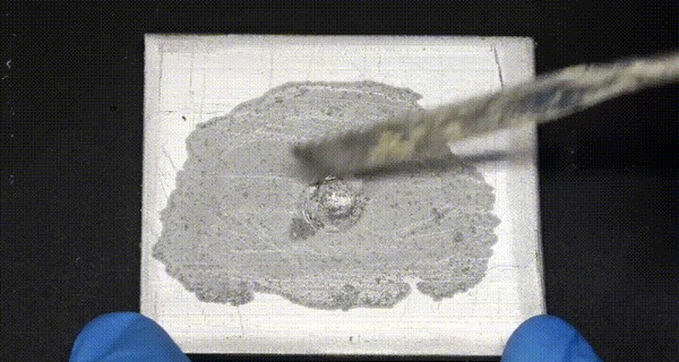 Оксидную пленку можно легко разрушить, добавлением ртути