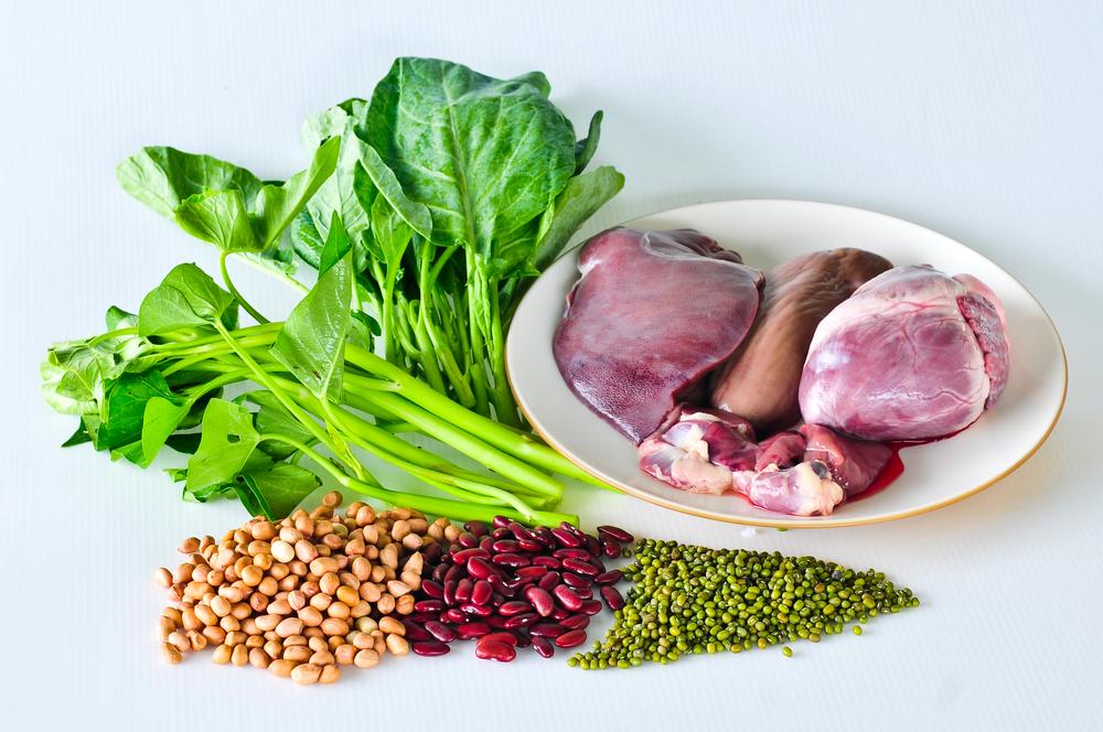 Богатая пища с соединениями железа – мясо, гречка, яблоки, салат
